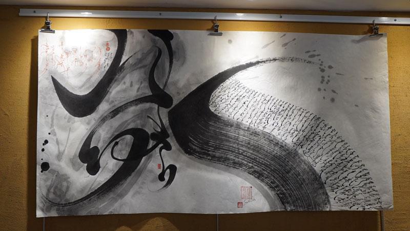 CHEVAL DU VENT CALLIGRAPHIE MONGOLE AVEC PHRASES MAGIQUES EN ROUGE