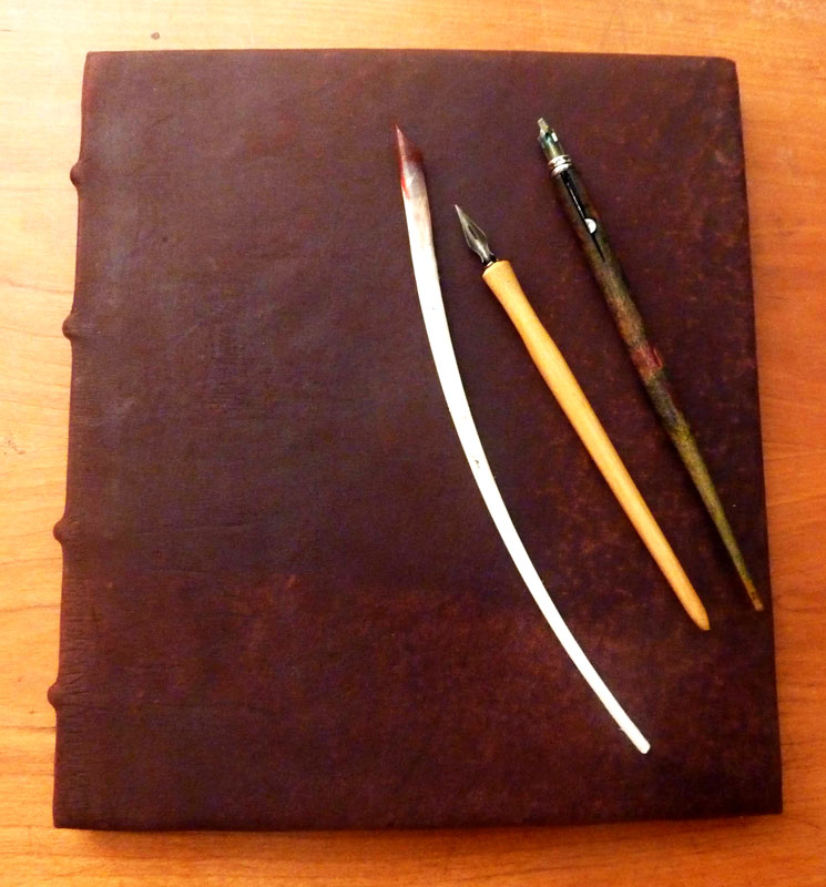 reliure cuir livre unique conte calligraphie