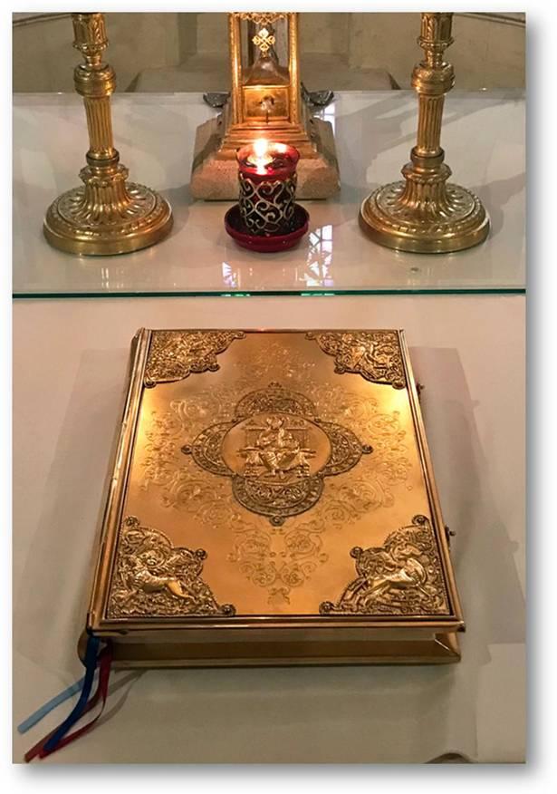bible calligraphie reliure or lettrine beau livre art sacré
