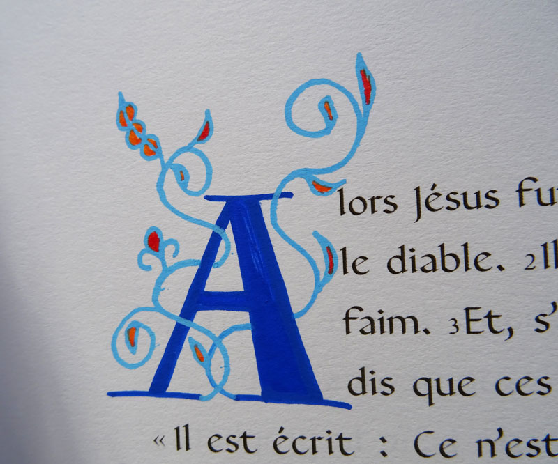 lettrine lombarde bleue évangile calligraphie orthodoxe messe